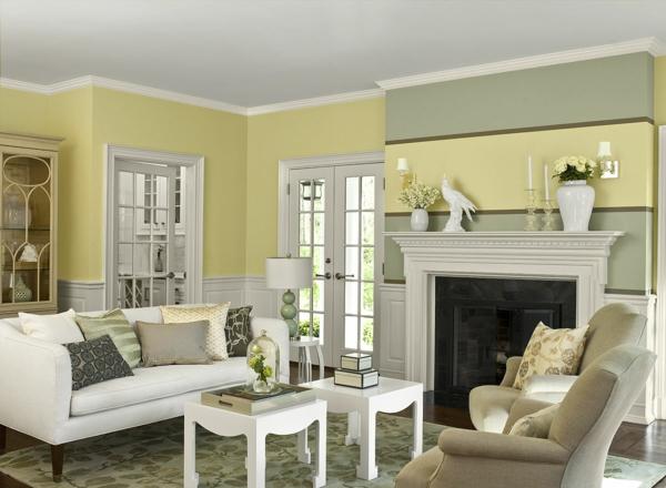 wohnzimmer farbgestaltung wandfarbe pastellgelb streifenmuster kamin
