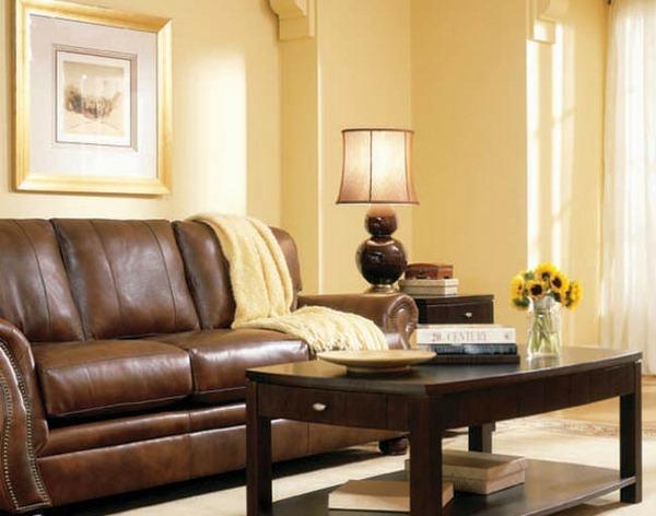 wohnzimmer wandfarben palette gelb ledersofa