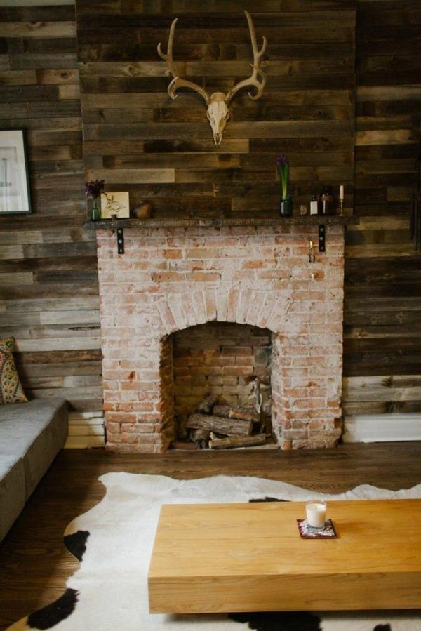 wohnzimmertische holz fellteppich steinwand wohnzimmer rustikale möbel kamin