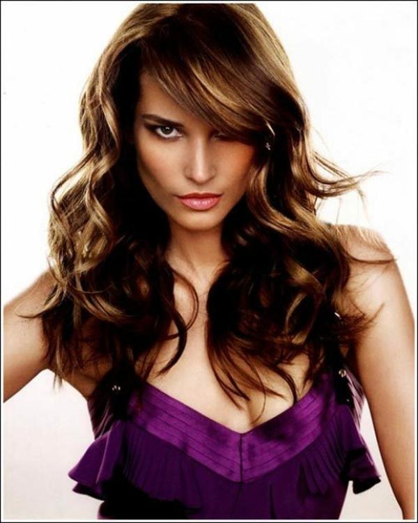Frisuren für runde Gesichter wellen