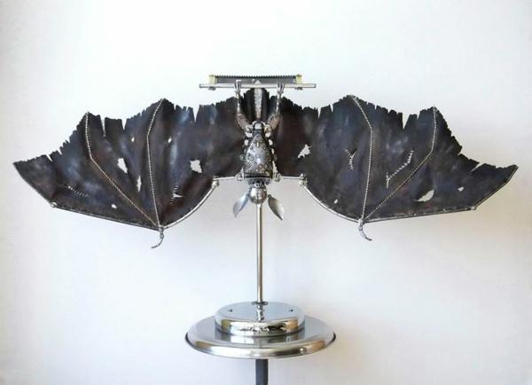 Motorrad Teile recyceln skulpturen fledermäuse