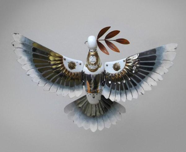 Gebrauchte Teile recyceln skulpturen frieden taube