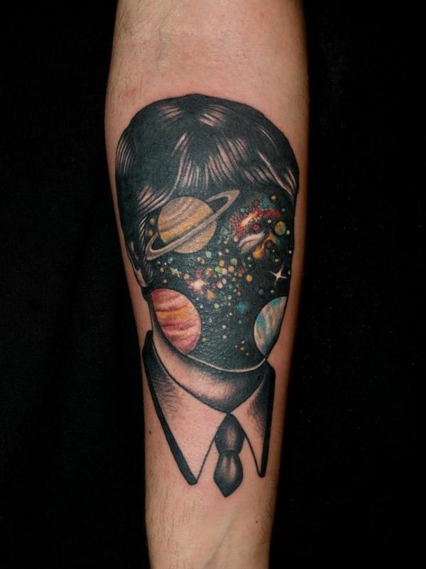 30 kosmos tattoo vorlagen motive f r ein gro artiges aussehen. Black Bedroom Furniture Sets. Home Design Ideas