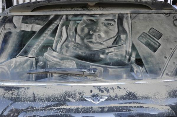 Kunst aus Staub autoscheiben kosmonaut