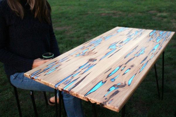 Tisch selber bauen design  Gartentisch selbst bauen - DIY Holztisch aus Baumharz und Leuchtpulver