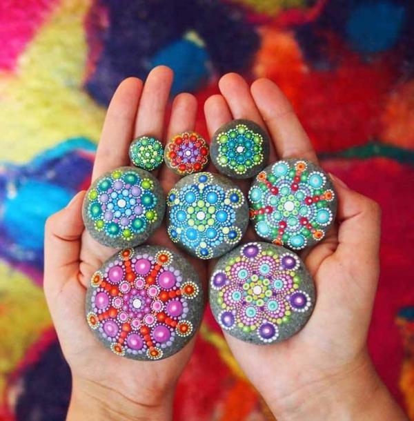 Mandala Vorlagen bunt flusssteine