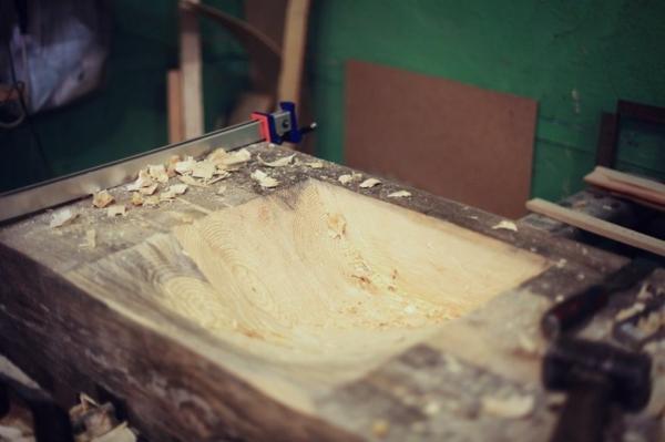 Hätten Sie gern ein Mosaik Waschbecken aus Holz zu Hause?
