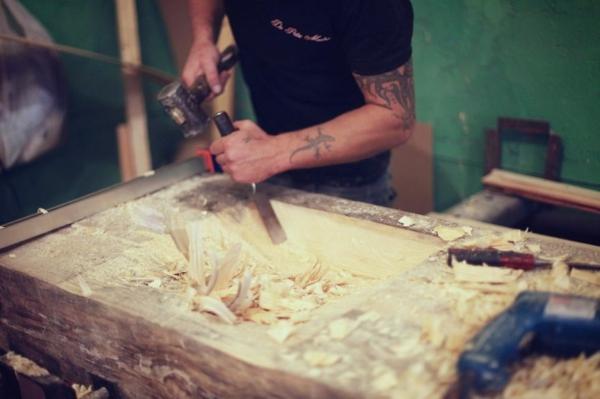 Mosaik Holzspüle glätten holz schnitzen