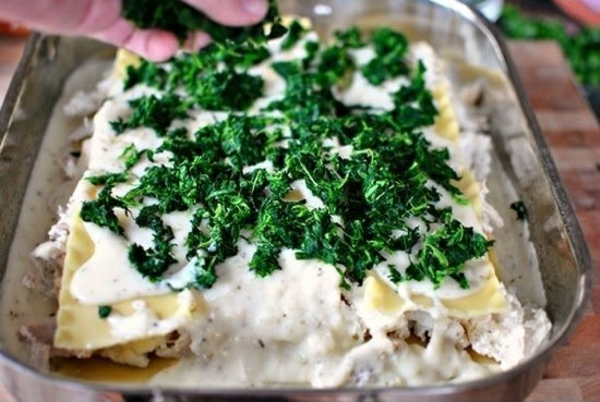 Spinat Lachs Lasagne zubereiten spinatblätter zugeben