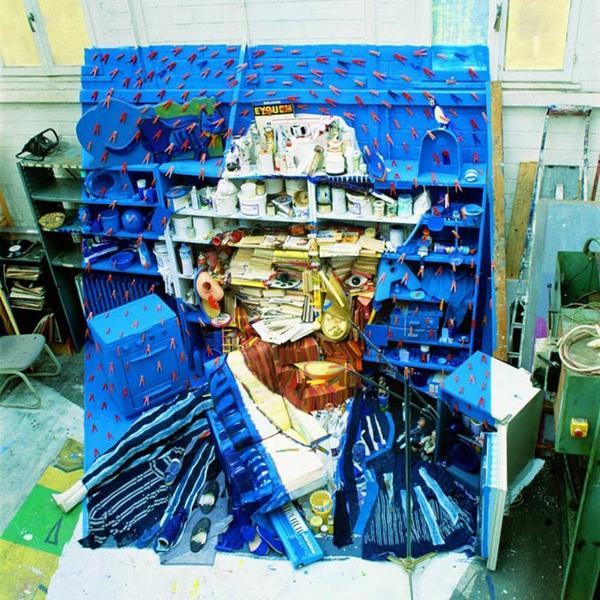 Umwerfende anamorphe Porträts von Bernard Pras blau