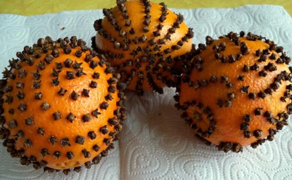 Weihnachtsschmuck basteln orangen zu weihnachten nelken knospen fertig