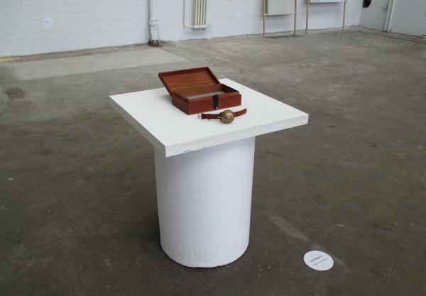 abstrakte kunst benjamin nordsmark klingel uhr ausstellung