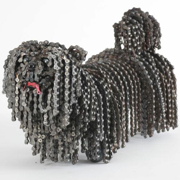 alt metall skulptur hund