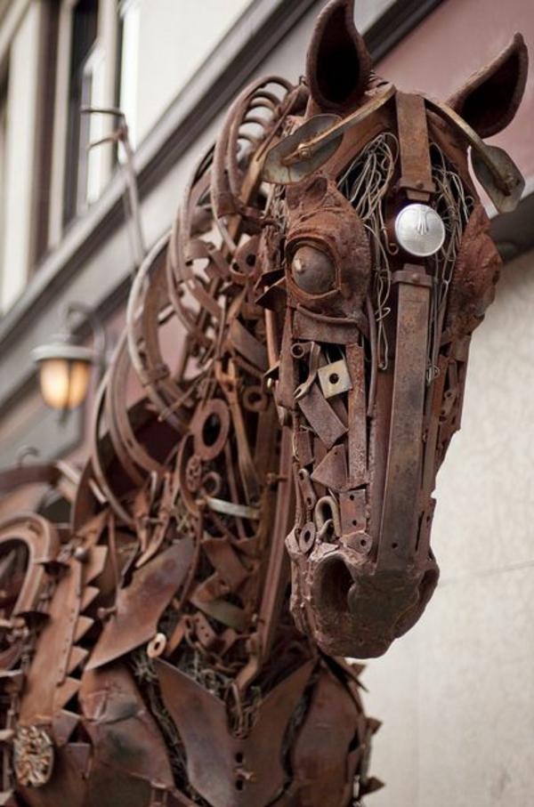 altmetall skulptur pferd