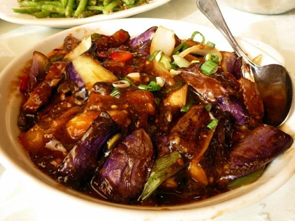 auberginen zubereiten eintopf frühlingszwiebeln