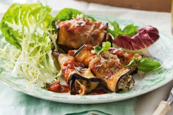 auberginen zubereiten frischer salad röllchen