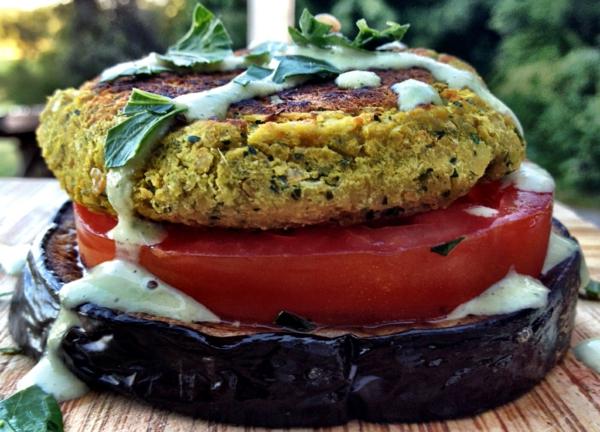 auberginen zubereite tomaten falafel
