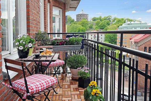 balkongestaltung ideen klappstühle klapptisch