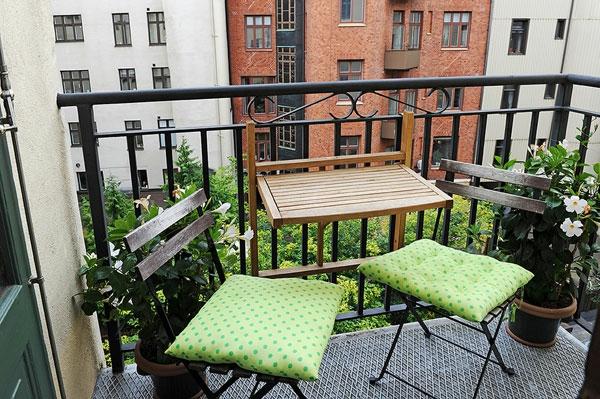 balkon gestaltung ideen klappstühle tisch