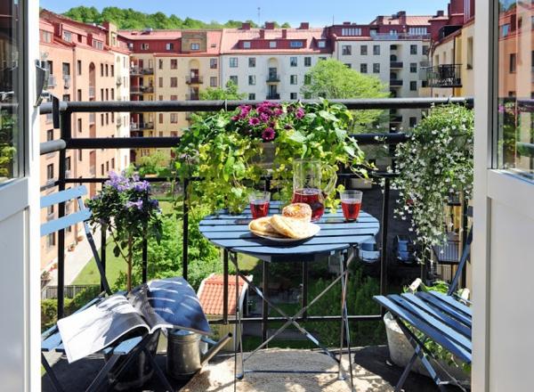 balkon gestaltung ideen runder tisch