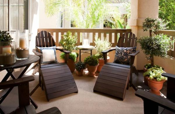balkongestaltung ideen walnussholz sessel tische
