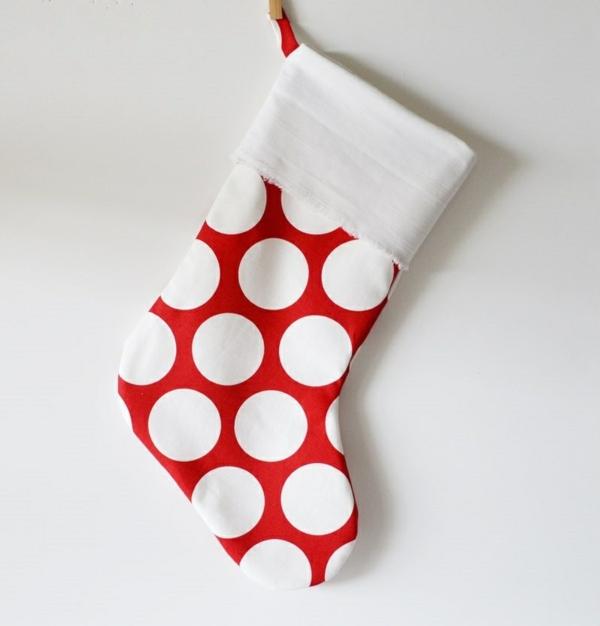 bastelideen für weihnachten nikolausstiefel nähen rot pünktchenmuster