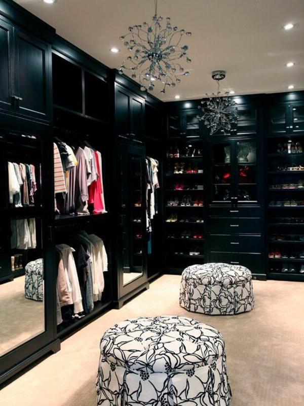 begehbearer kleiderschrank schwarze möbel pendelleuchten