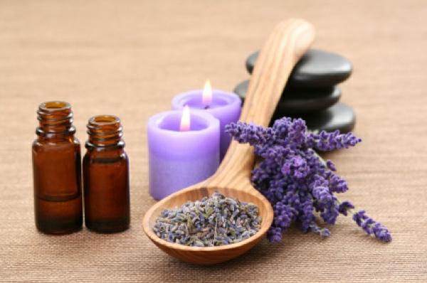 lavandel aromatherapie duftöle etherisch öle lila farben