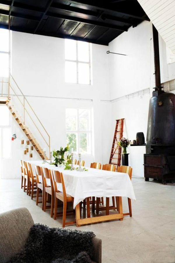 echtholzmöbel esszimmer landhausstil rustikaler esstisch weiße tischdecke