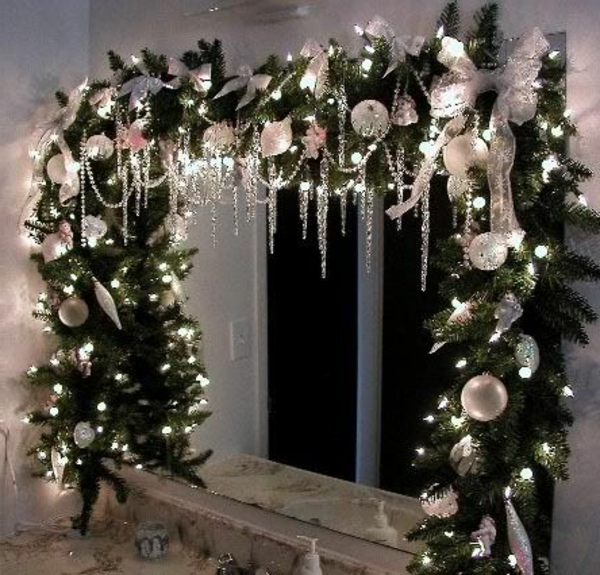 fensterdeko für weihnachten nadelbaumzweige lichterketten