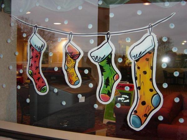 Kreative ideen f r eine festliche fensterdeko zu weihnachten for Decoration fenetre noel peinture