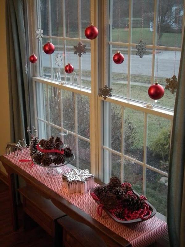 Fensterdeko f r weihnachten wundersch ne dezente und - Weihnachtskugeln fenster ...