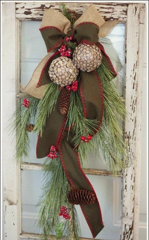 fensterdeko weihnachten tannenbaumäste kugeln zapfen