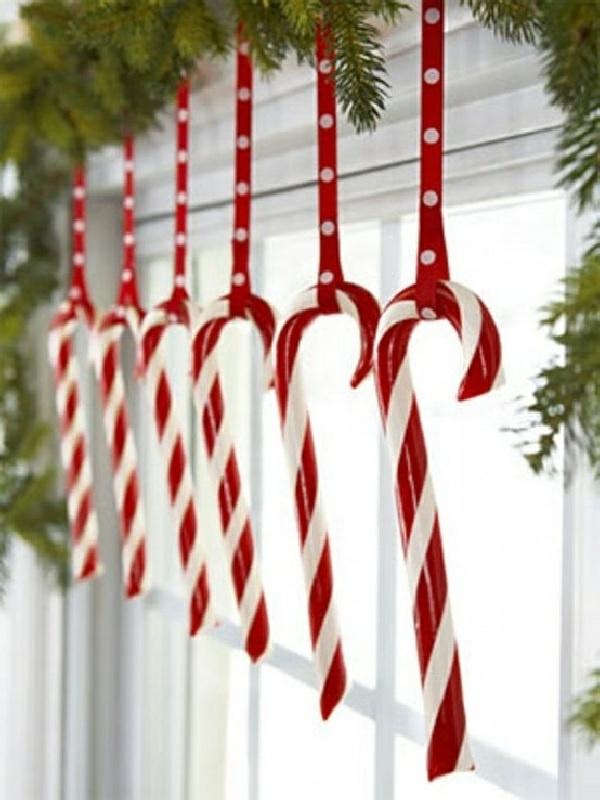 fensterdeko weihnachten weiß rot zuckerstangen