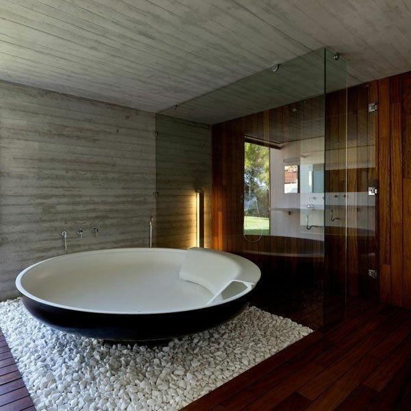 Mit Holzverkleidung Freistehende badewanne blickfang und luxus im