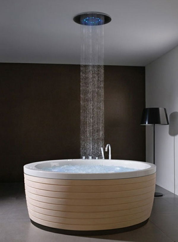 Freistehende badewanne blickfang und luxus im badezimmer for Moderne badewanne