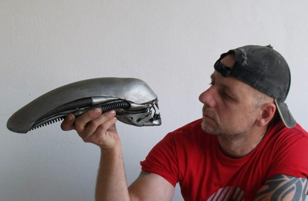 Gebrauchte Motorradteile ausgefallene Skulpturen im Steampunk Stil
