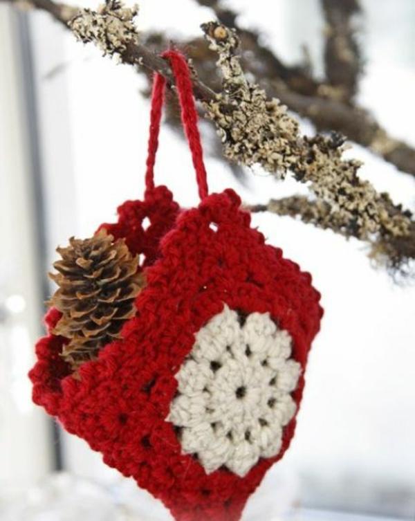 gestrickte bastelideen weihnachten deko tannenzapfen
