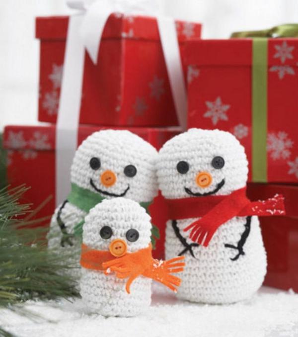 gestrickte bastelideen weihnachten weihnachtsdeko schneemännchen