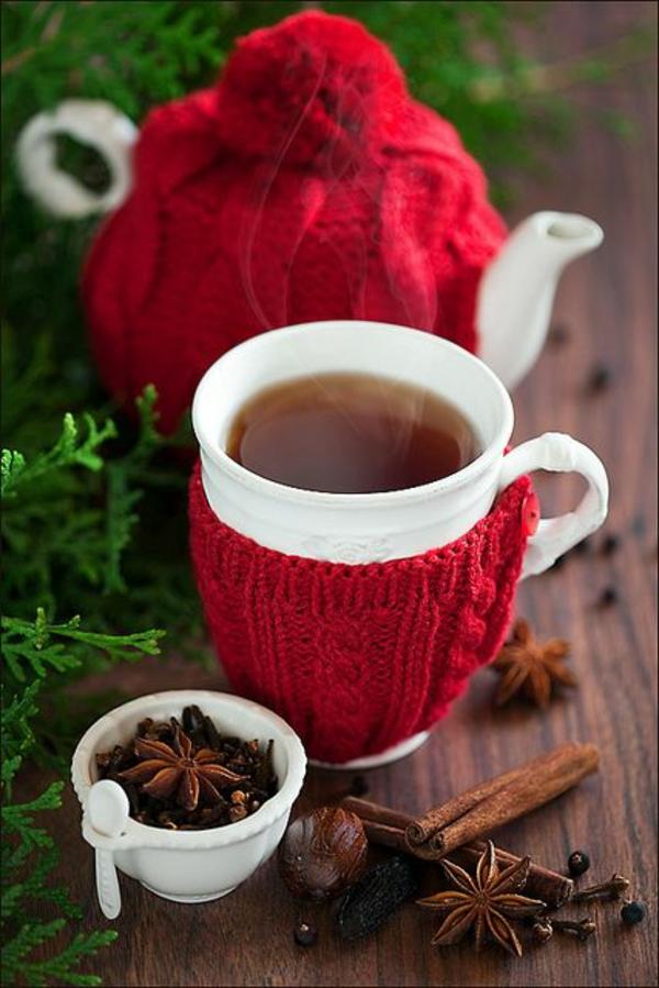 gestrickte bastelideen weihnachten wohnaccessoires tot hut tee trinken