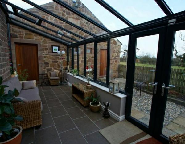 glas veranda wintergarten gestalten rattanmöbel