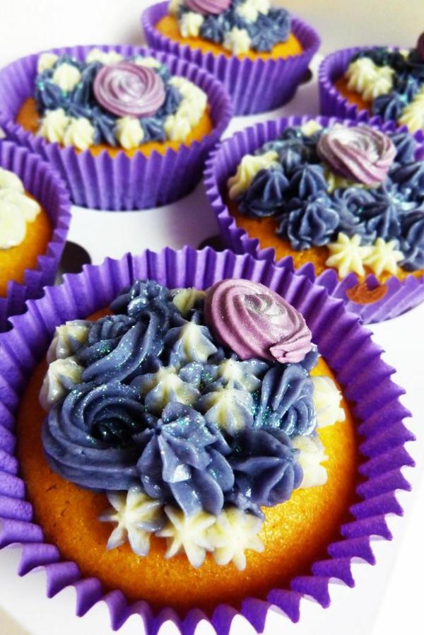 herzhafte cupcakes lila blumen
