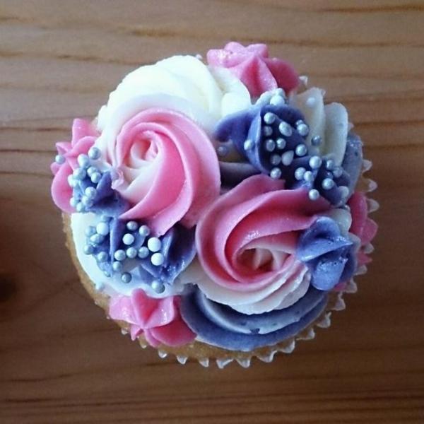 herzhafte cupcakes rosa blaue perlen