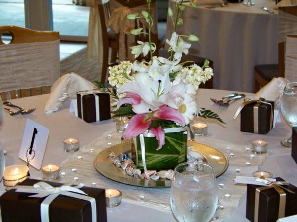 hochzeitstischdeko lilien kleine geschenke