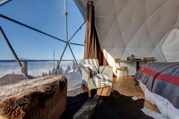ökohotel iglu alpen inneneinrichtung pelzteppich