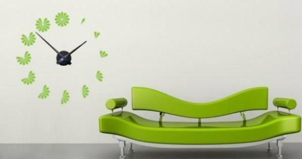 küchen wanduhren grün sofa