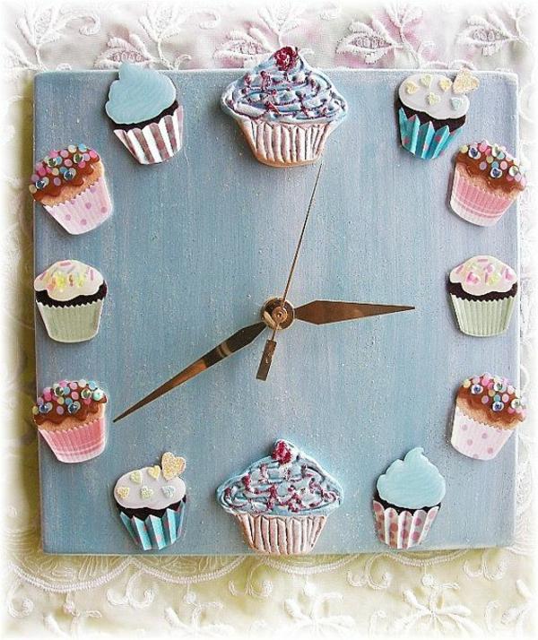 küchenuhren cupcakes süß lecker blau holz