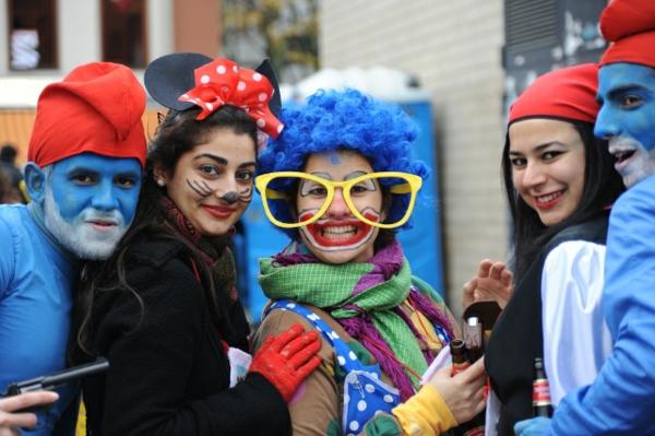 karneval 2015 köln bunt bekleidet