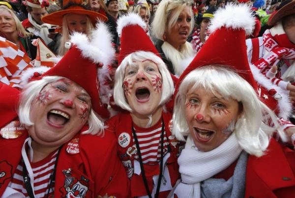 karneval 2015 köln weiberfastnacht frauenkostüme