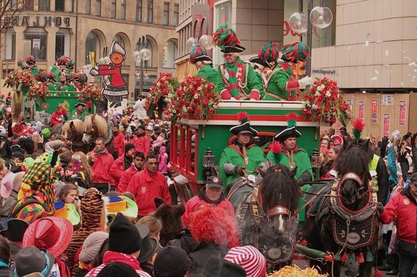 karneval 2015 in köln stadtgarde kutschen